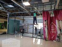 Алюминиевая перегородка с огромными стеклами
