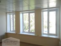 Пластиковые окна и алюминиевые двери при капитальном ремонте больницы.
