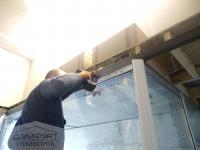 Перегородка в холодильник в качестве витрины